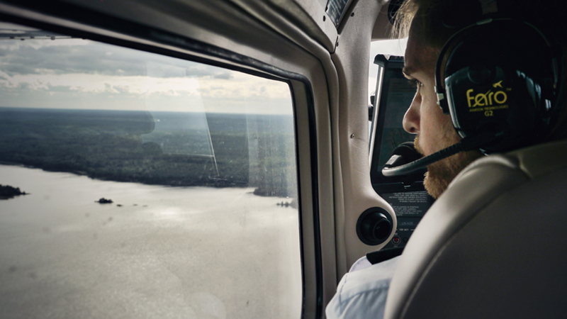 student-pilot-looking-outside-the-airplane-window-website-image